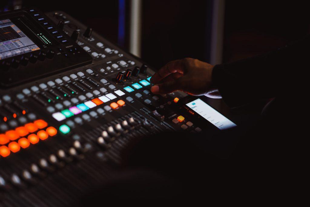 Cómo organizar un espectáculo: Asegúrese de que el sonido esté a punto.