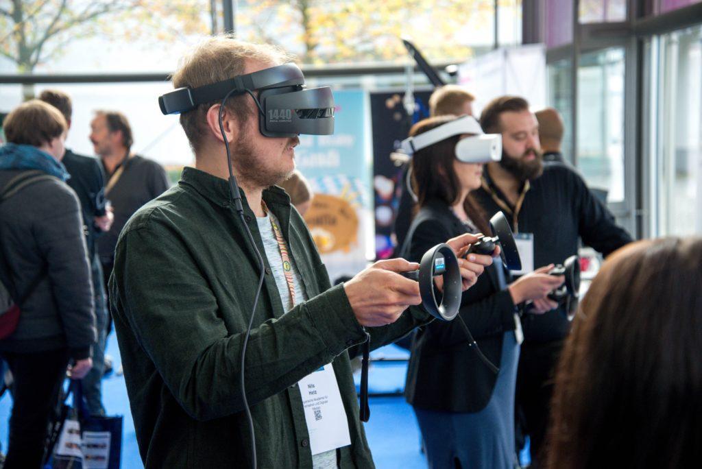 Realidad Aumentada y Realidad Virtual para Eventos: Haga que sus asistentes batallen en un espacio virtual.