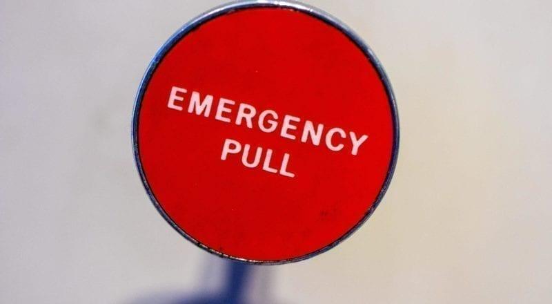 Un botón de emergencia como este puede salvar vidas.